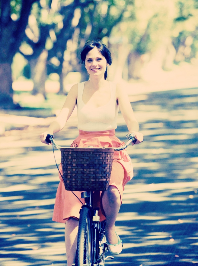 orange-skirt-bicycle-500-days-of-summer